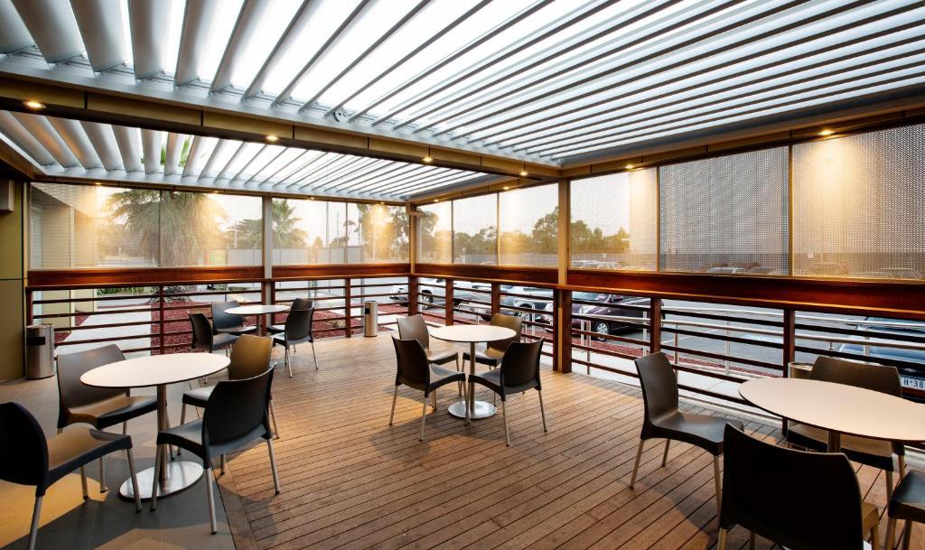 Westside hotel laverton reserva tu hotel con viamichelin for Deck 8 design hotel soest