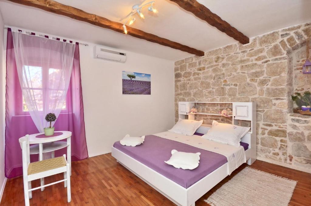 Rooms vila vilini dvori split book your hotel with - Camere da letto romantiche ...