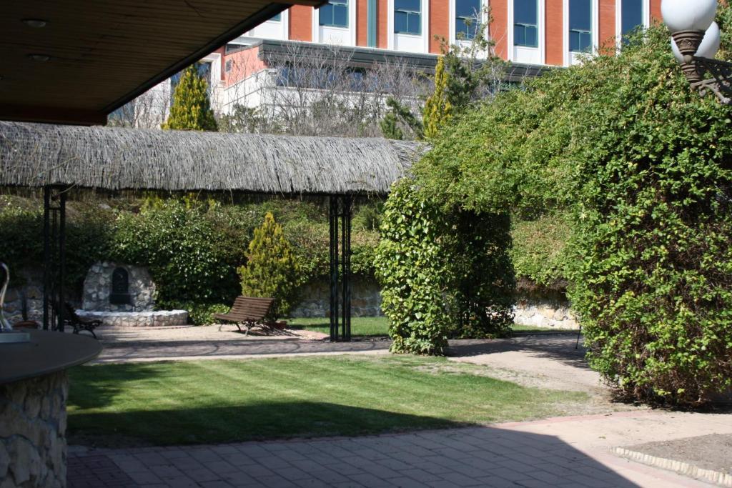 Hotel la vega simancas viamichelin informatie en online reserveren for Moderne toiletartikelen