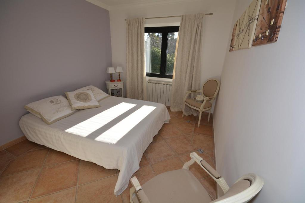 Chambres d 39 h tes la villa blanche chambres d 39 h tes sanary sur mer - Chambres d hotes seville ...