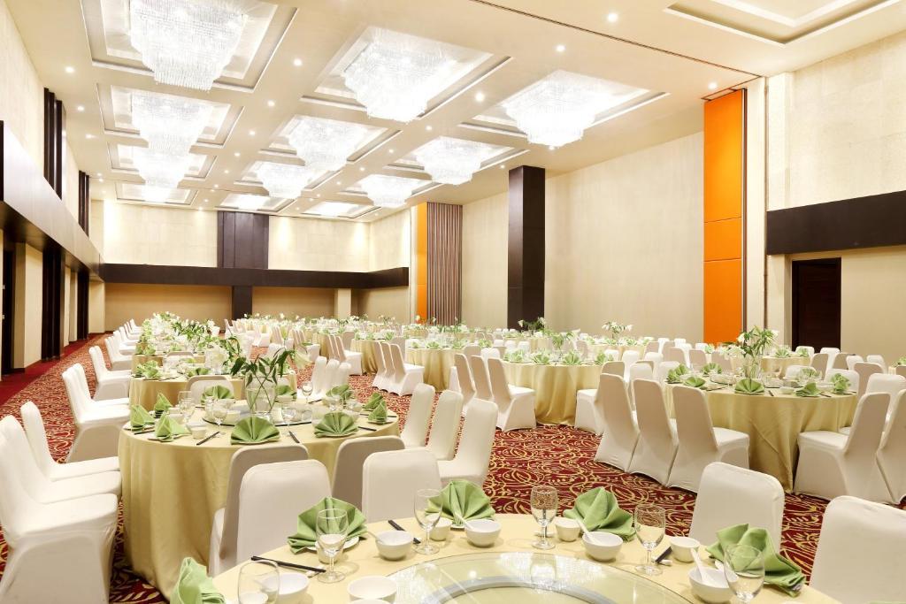 Hotel santika premiere gubeng surabaya junglespirit Images