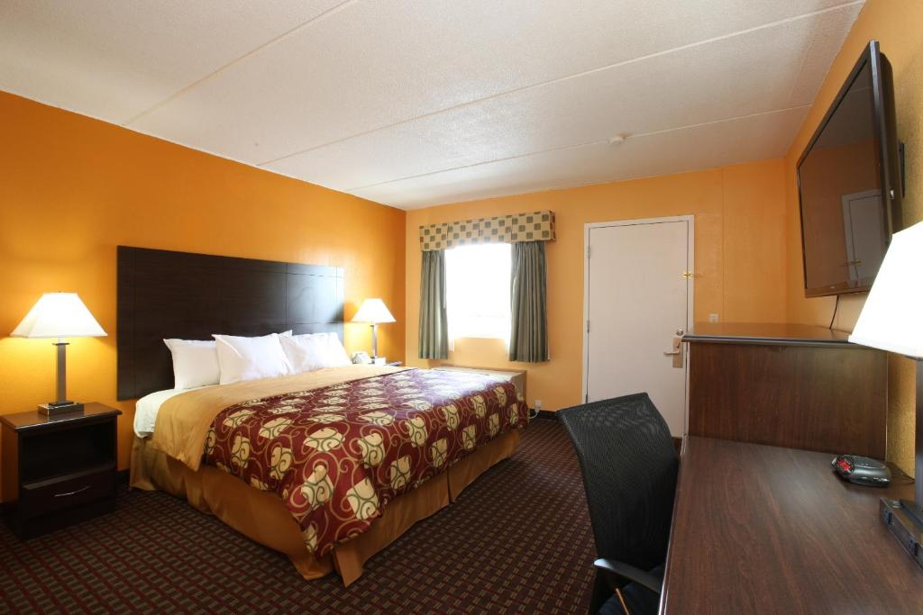 Budgetel inn glens falls online booking viamichelin for Long lake motor inn