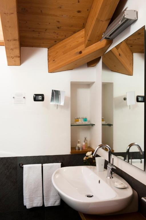Hotel meubl sertorelli reit r servation gratuite sur for B b meuble dante bormio