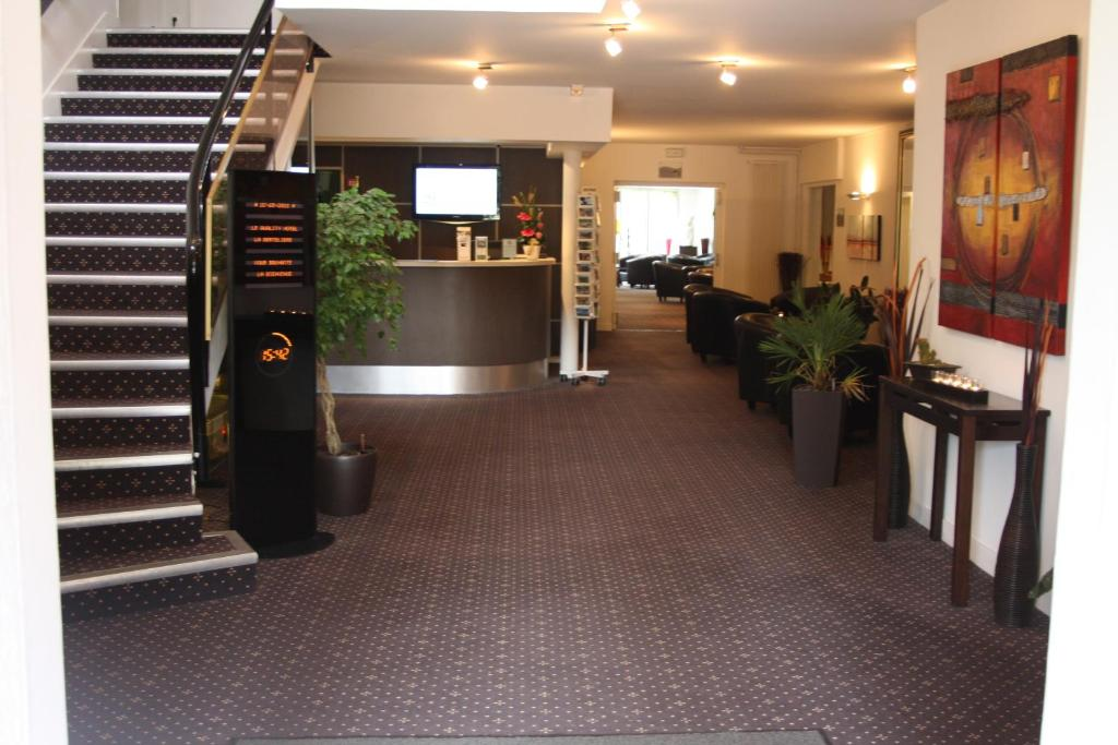 Qualys hotel rouen bois guillaume book your hotel with for Hotels rouen
