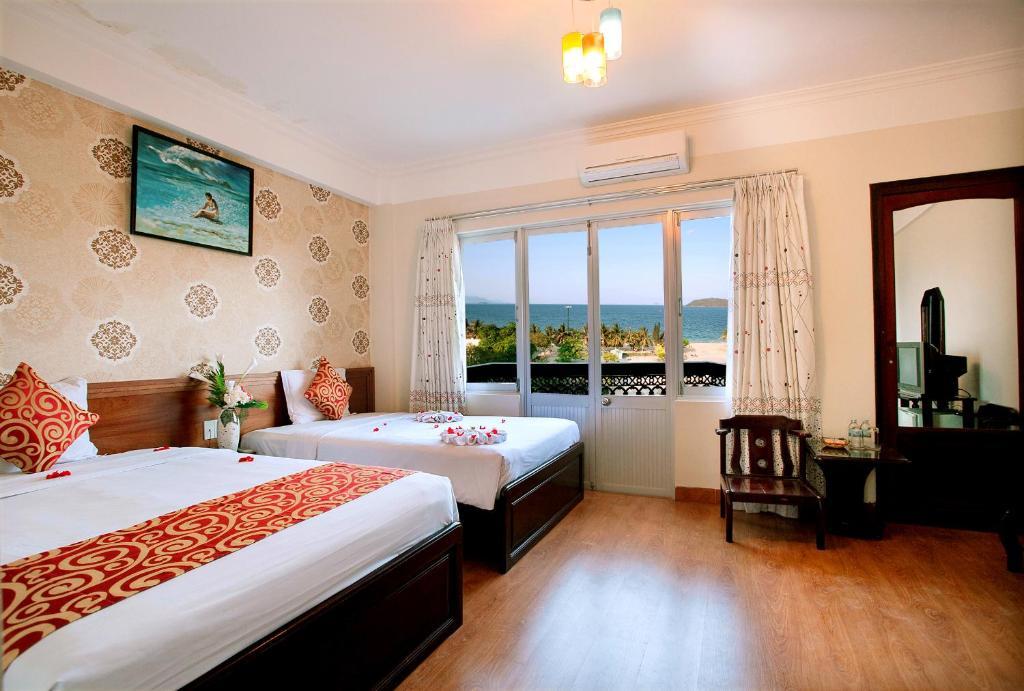 Phòng Deluxe 2 Giường Đơn Nhìn ra Biển và có Ban công
