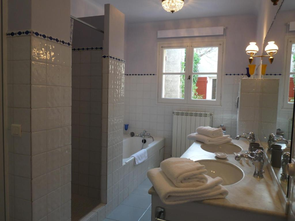 cypres d 39 antan r servation gratuite sur viamichelin. Black Bedroom Furniture Sets. Home Design Ideas