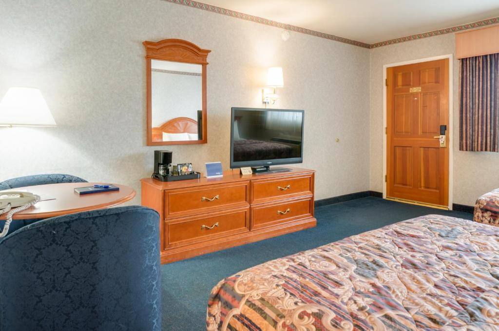 Nob hill motor inn san francisco book your hotel with for Royal pacific motor inn san francisco ca 94133