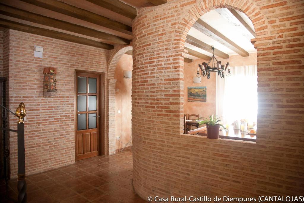 Casa rural castillo diempures riaza book your hotel with viamichelin - Casa rural riaza ...