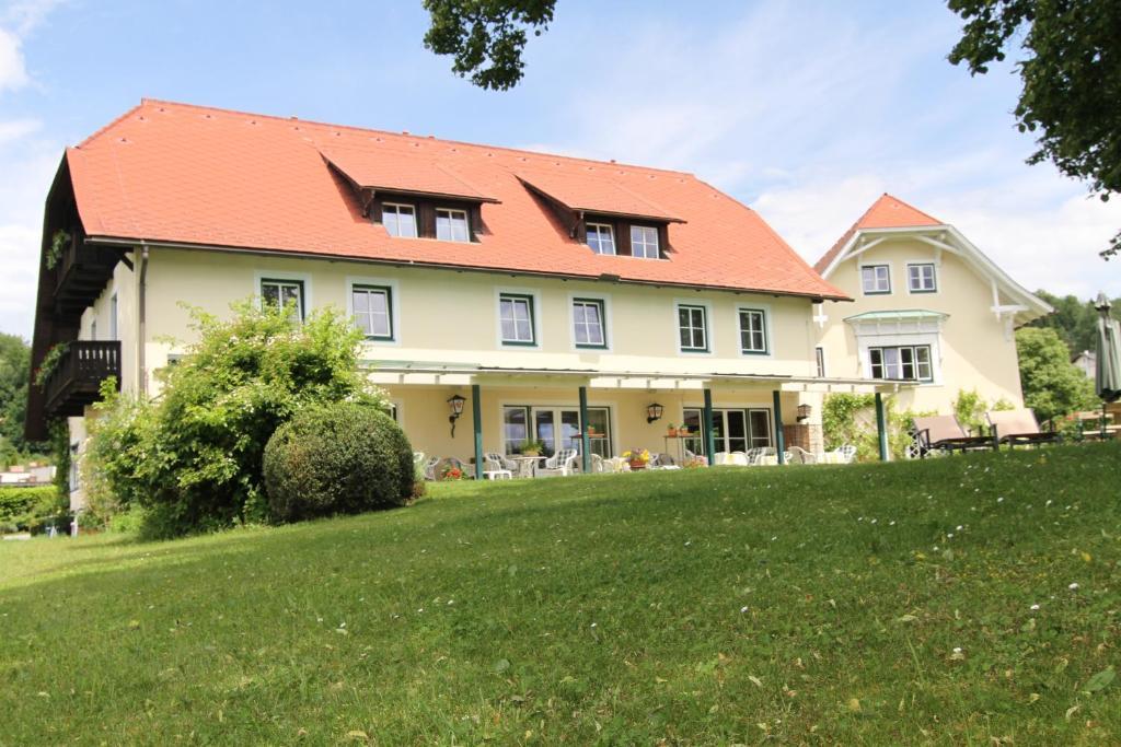 pension landhaus strussnighof sterreich p rtschach am. Black Bedroom Furniture Sets. Home Design Ideas