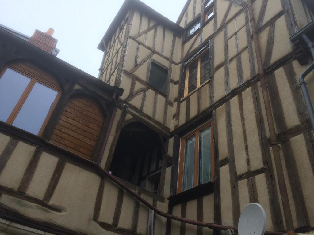 L 39 appartement de la maison du th atre saint bonnet for Appart hotel a bourges