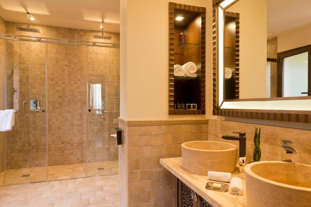 tiara miramar beach hotel spa mandelieu la napoule prenotazione on line viamichelin. Black Bedroom Furniture Sets. Home Design Ideas