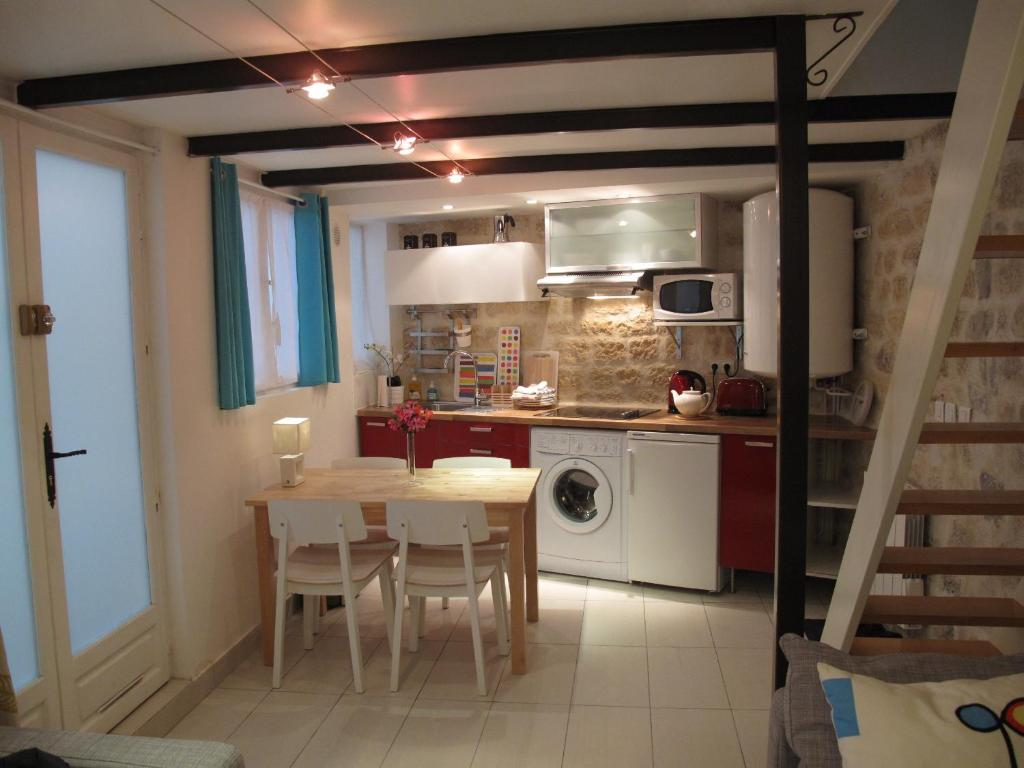 vacation home maison paris marais france. Black Bedroom Furniture Sets. Home Design Ideas