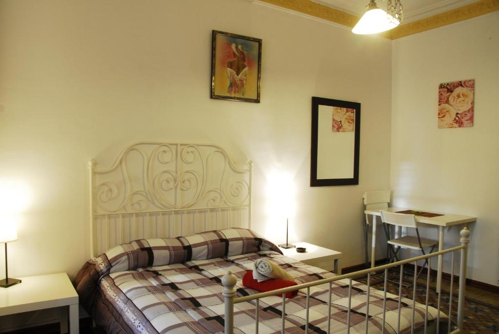 guest maison balmes chambres d 39 h tes barcelone. Black Bedroom Furniture Sets. Home Design Ideas