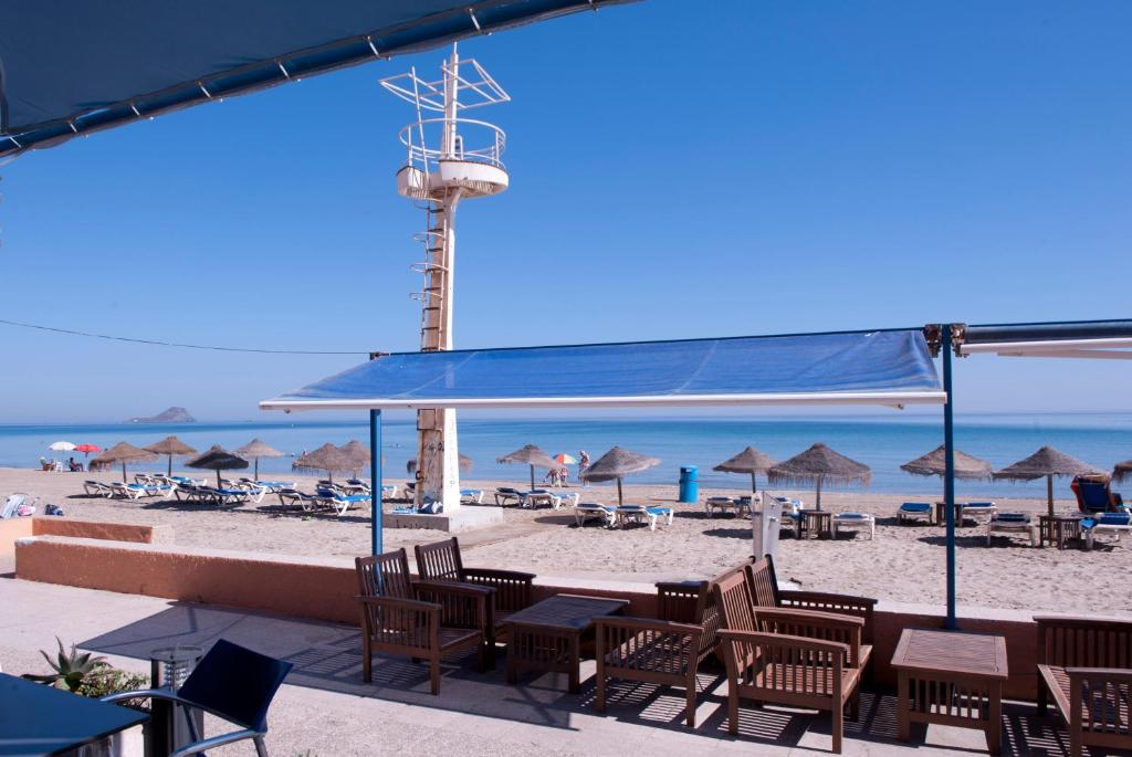Hotel apartamentos londres la manga r servation gratuite for Hotel piscine londres
