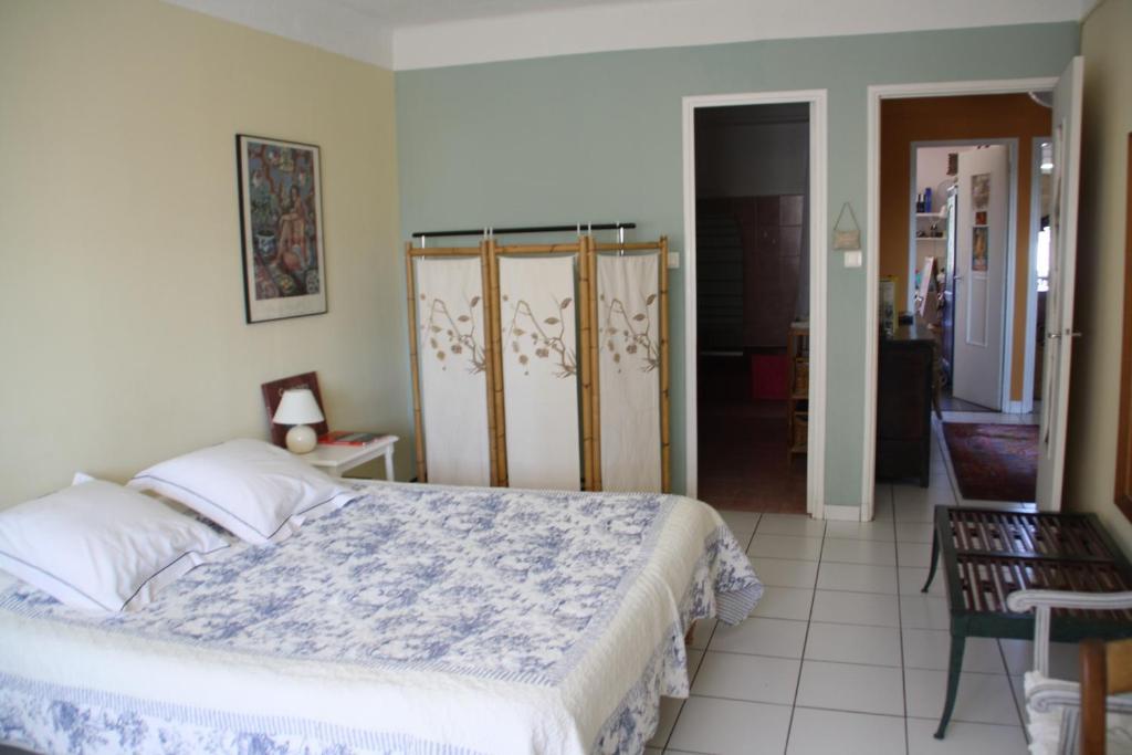 Chambre d 39 h te mt et jm gleizes chambres d 39 h tes marseille for Marseille chambre