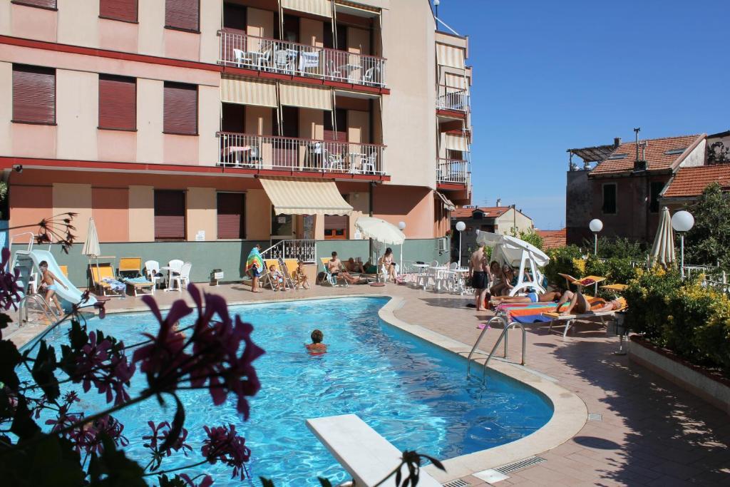 Residence olivotti italia finale ligure for Hotel liguria milano