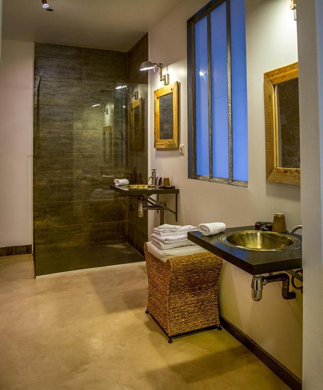 chambres d 39 h tes a l 39 ombre d 39 azay chambres d 39 h tes azay le rideau. Black Bedroom Furniture Sets. Home Design Ideas