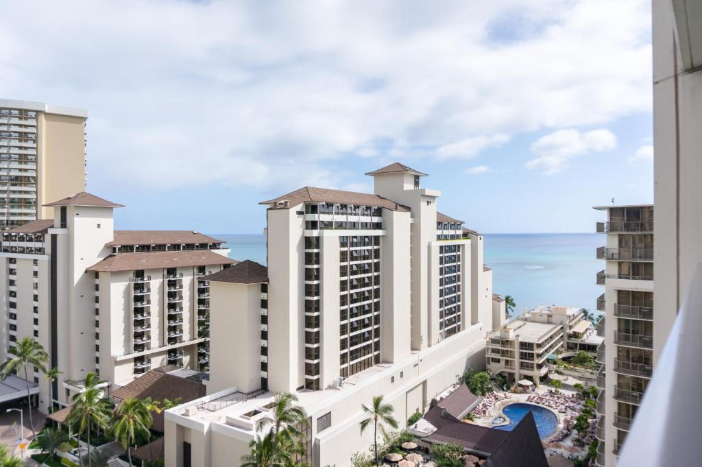 What's the deal with Waikiki's Trump Hotel & Tower ... |Trump Tower Waikiki Hotel