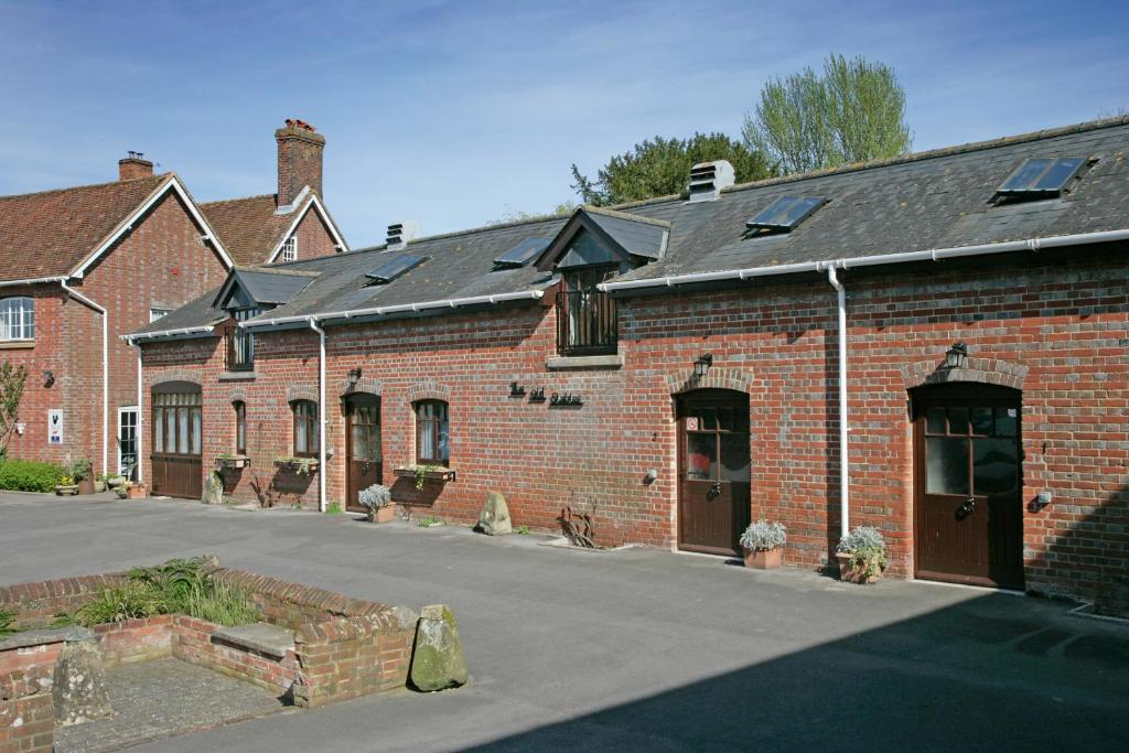 Bridge Farmhouse And Old Stables Salisbury Book Your