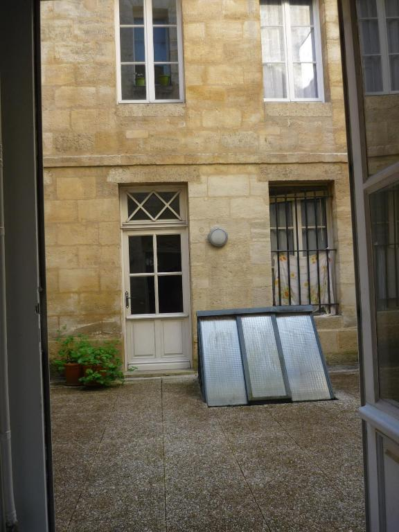 Appartement studio beauregard locations de vacances bordeaux for Logement studio bordeaux