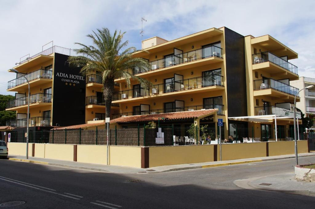 Adia hotel cunit playa calafell reserva tu hotel con for Hoteles familiares portugal