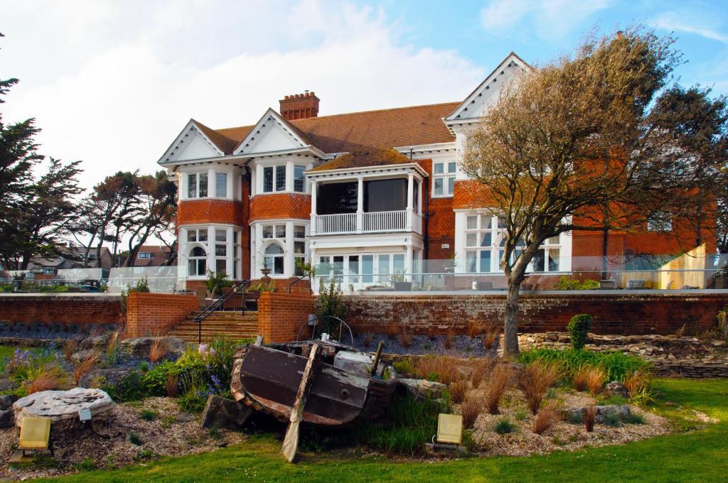 Beach House Milford Reviews