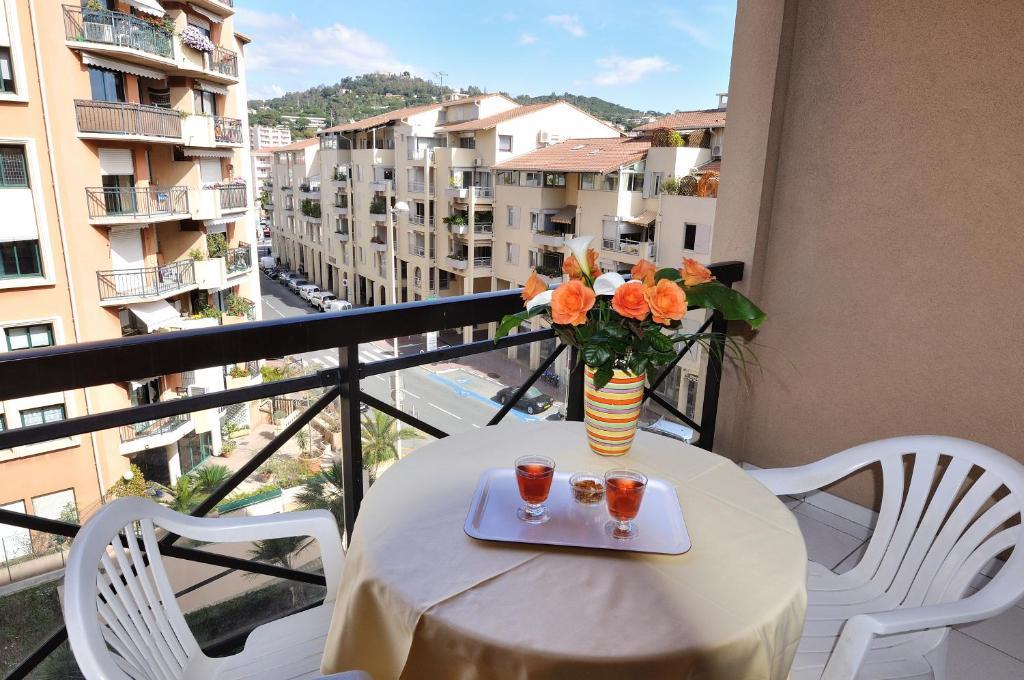 Residhotel villa maupassant cannes prenotazione on for Resid hotel