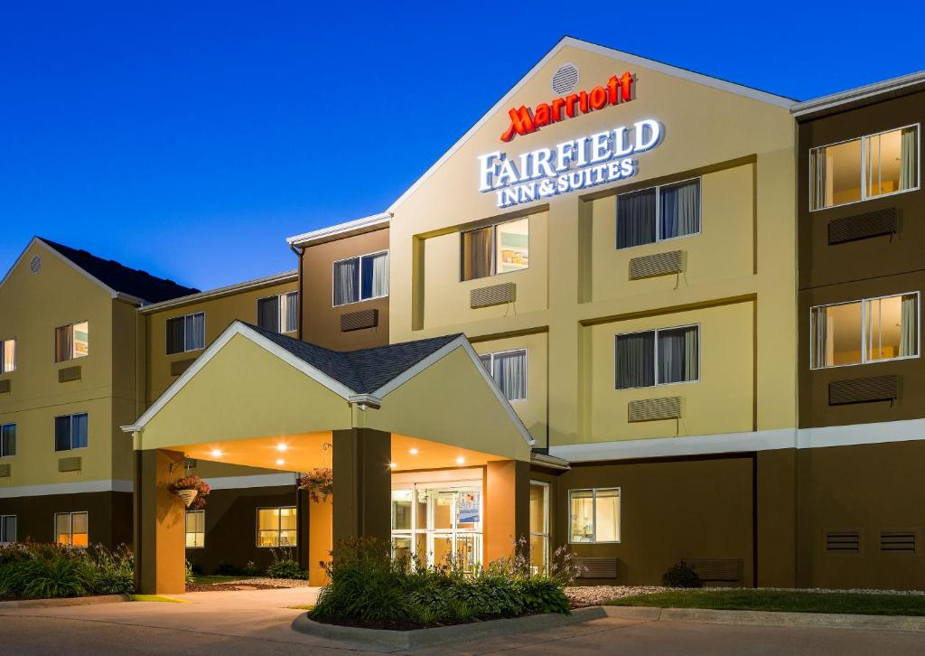 Fairfield inn suites oshkosh oshkosh book your hotel The fairfield