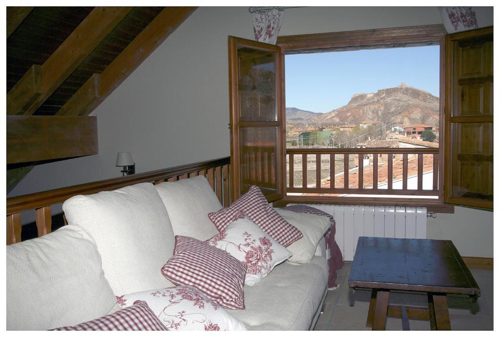 سرير أو أسرّة في غرفة في Tierras de Moya