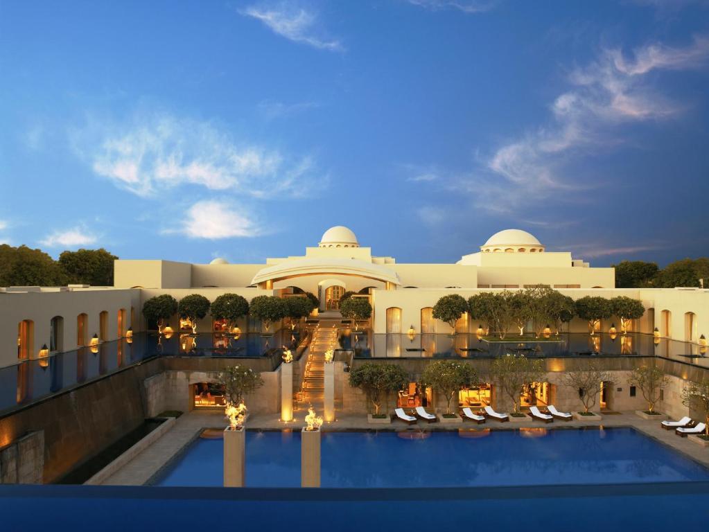 Gurgaon hotel Escorts