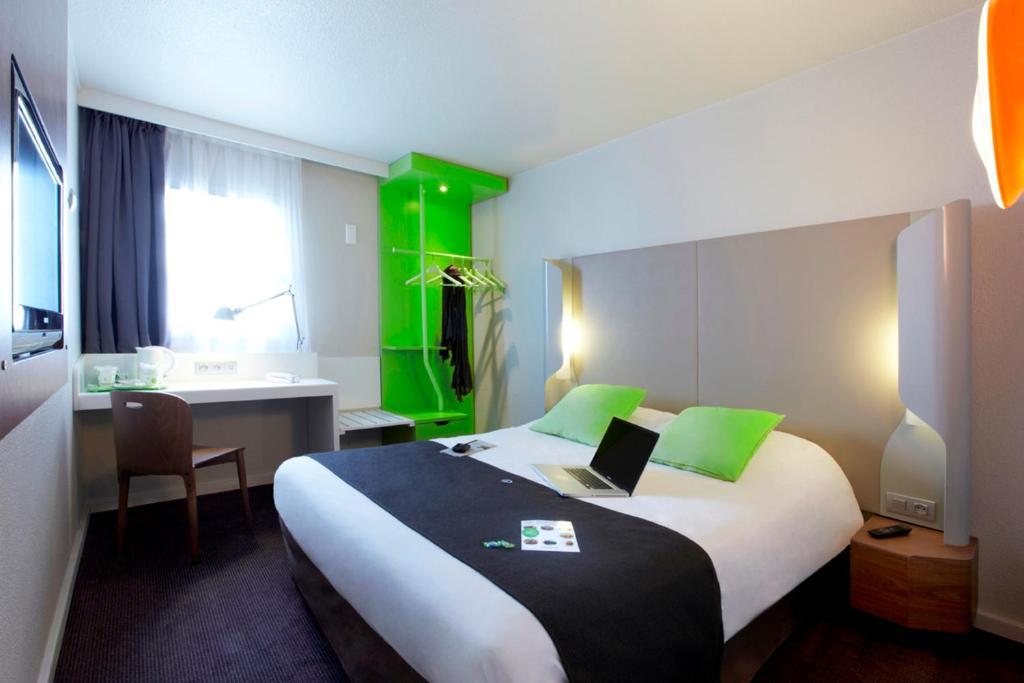 campanile valenciennes petite for t r servation gratuite sur viamichelin. Black Bedroom Furniture Sets. Home Design Ideas