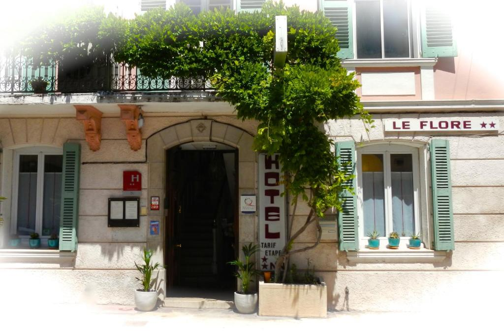 Hotel le flore fr jus book your hotel with viamichelin for Hotels frejus