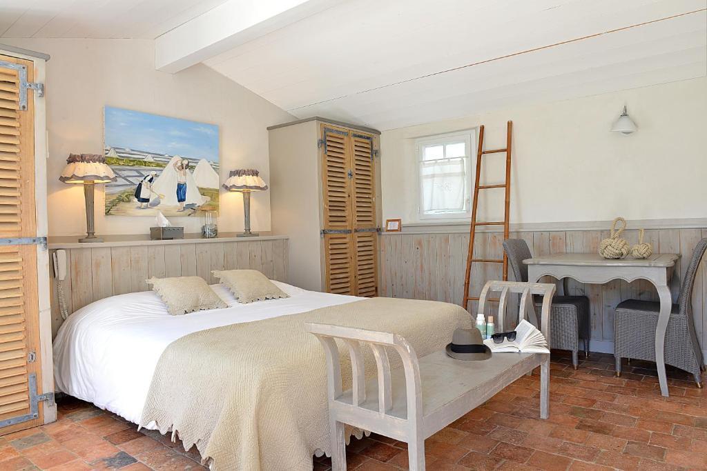 Hotel Les Bois Flottais Le Bois Plage en Ré book your hotel with ViaMichelin # Hotel Les Bois Flottais