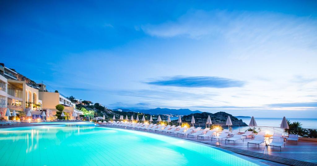 בריכת השחייה שנמצאת ב-Blue Marine Resort and Spa Hotel - All Inclusive או באזור