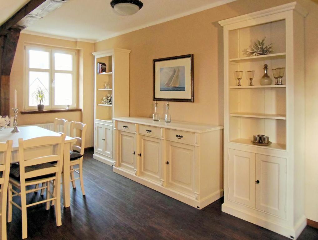 Villa le palais quedlinburg book your hotel with for Design hotel quedlinburg