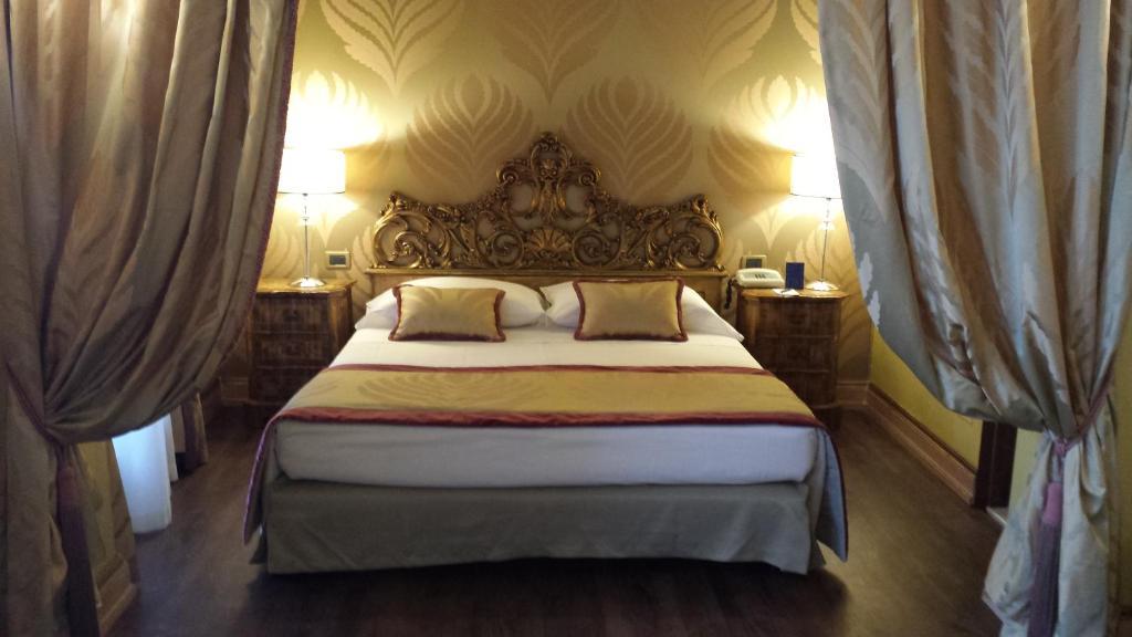 מיטה או מיטות בחדר ב-Hotel Amadeus
