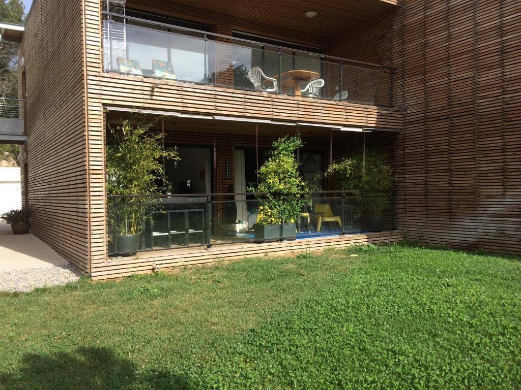 Appartement avec terrasse holiday houses venelles for Avec terrasse