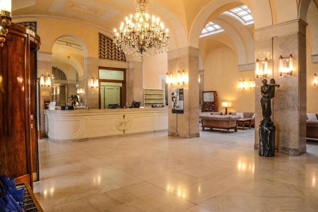 hotel vittoria brescia book your hotel with viamichelin. Black Bedroom Furniture Sets. Home Design Ideas