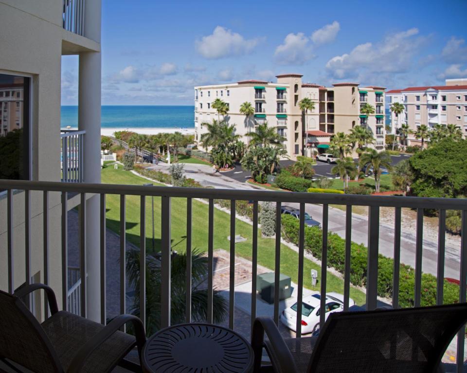 Sunset Vistas Two Bedroom Beachfront Suites Treasure Island Prenotazione On Line Viamichelin