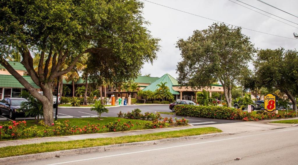Super 8 North Palm Beach Pga Boulevard North Palm Beach Informationen Und Buchungen Online