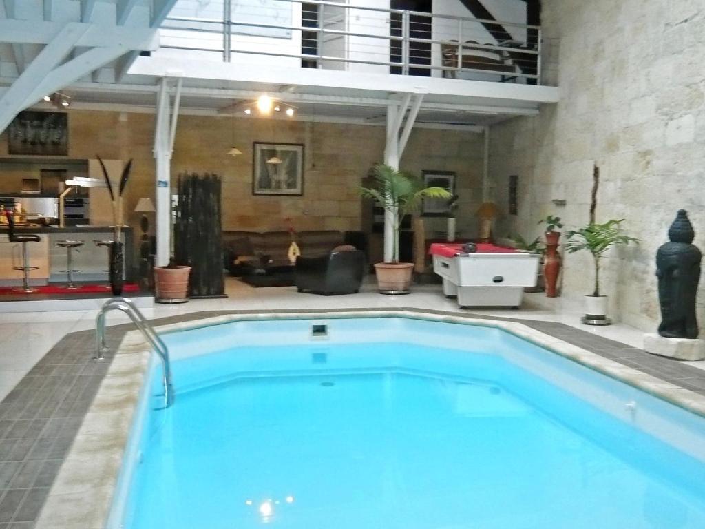 Villa bordeaux locations de vacances bordeaux for Hotel avec piscine interieur montreal