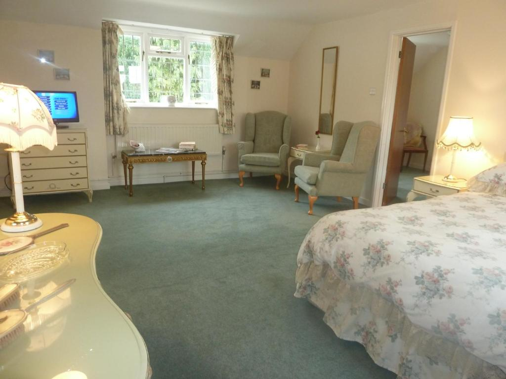 Hotels With Restaurants Near Lavenham
