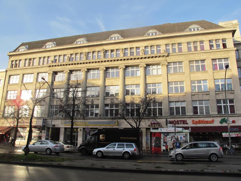 bed breakfast metropol hostel berlin bed breakfast berlin. Black Bedroom Furniture Sets. Home Design Ideas