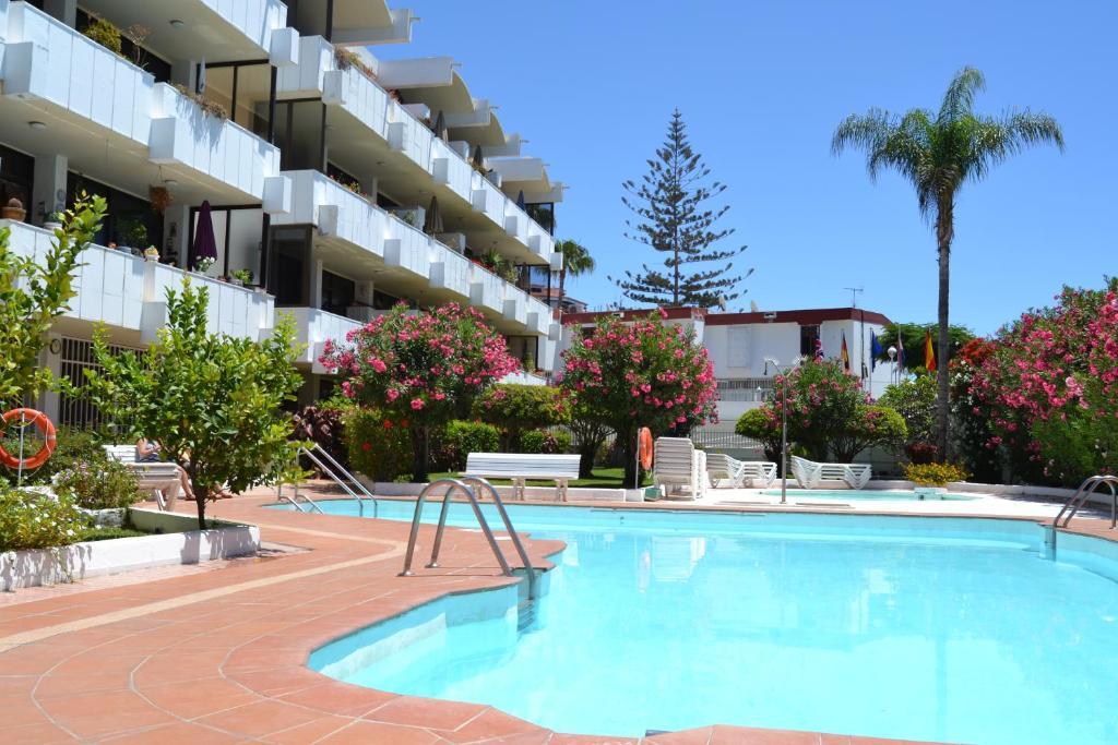 Apartamentos don quijote santa luc a book your hotel with viamichelin - Apartamentos monterrey playa del ingles ...