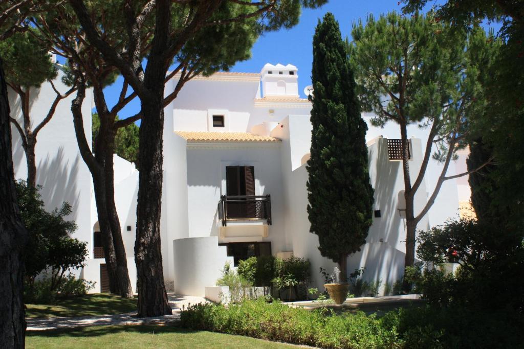 Pine cliffs village algarve montechoro viamichelin informatie en online reserveren - Pijnbomen meubels ...