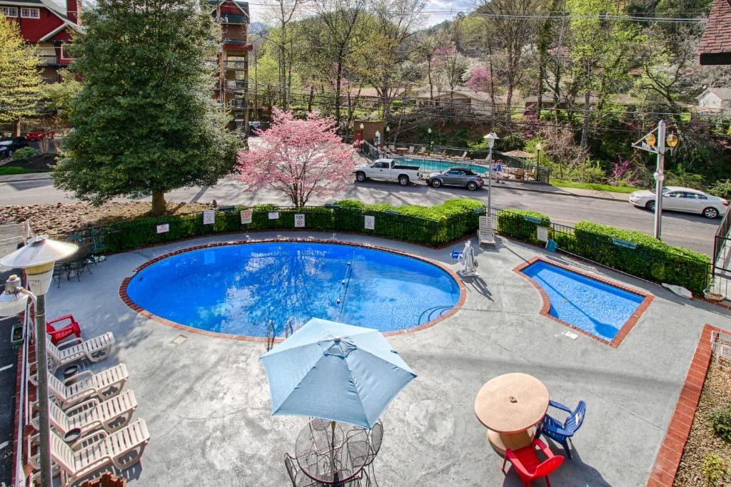 River edge motor lodge gatlinburg book your hotel with for River motor lodge pigeon forge