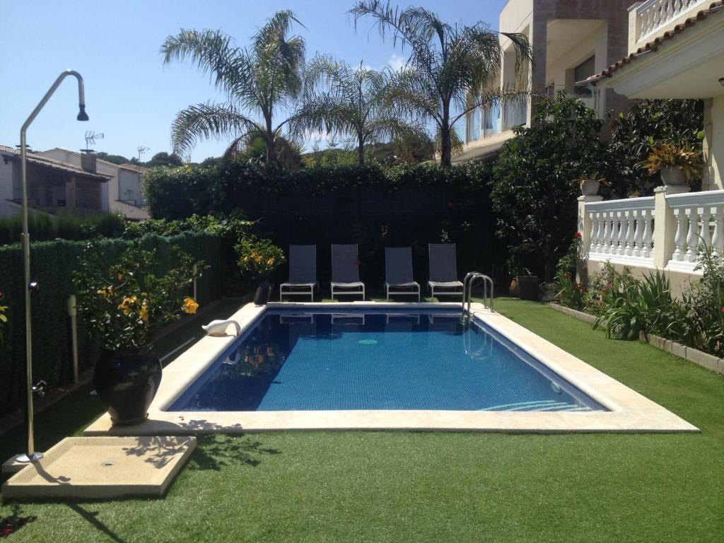 villa togo lloret de mar spain. Black Bedroom Furniture Sets. Home Design Ideas