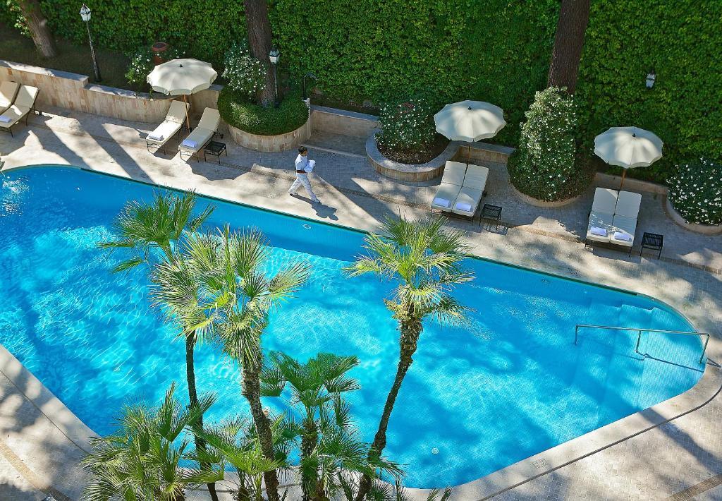 Uma vista da piscina em Aldrovandi Villa Borghese - The Leading Hotels of the World ou nos arredores