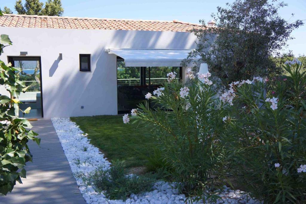 Villa gaia saint tropez informationen und buchungen for Villas gaia