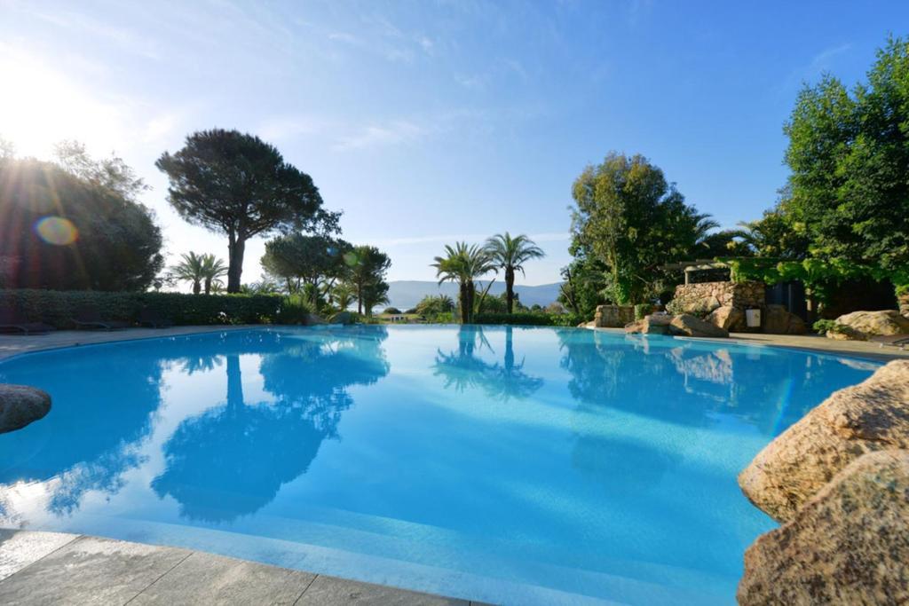 Hotel marina corsica porto vecchio r servation et tarifs for Appart hotel porto vecchio
